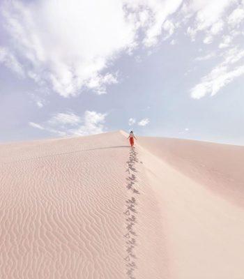 Lưu dấu chân mình trên cát