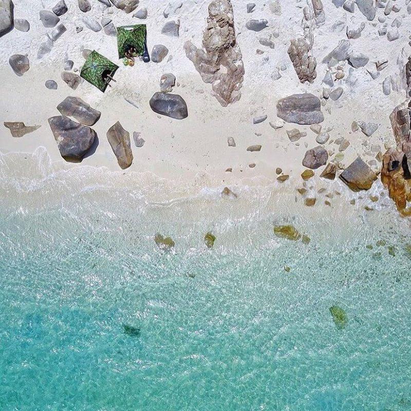 Nước biển trong vắt, tươi mát tại Bình Hưng