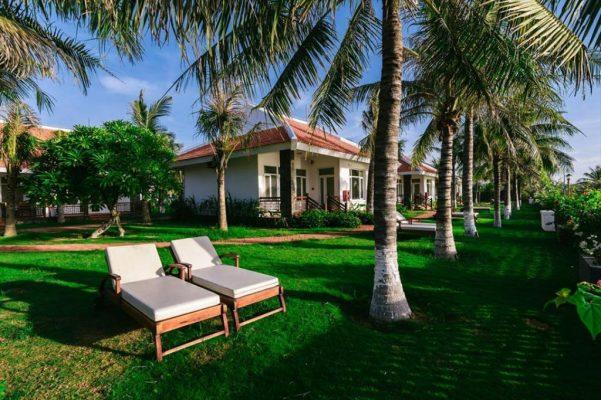 <em>Chút bỏ mọi phiền toái để tận hưởng sự thoải mái khi nằm nghỉ giữa tán dừa cùng view biển thơ mộng</em>