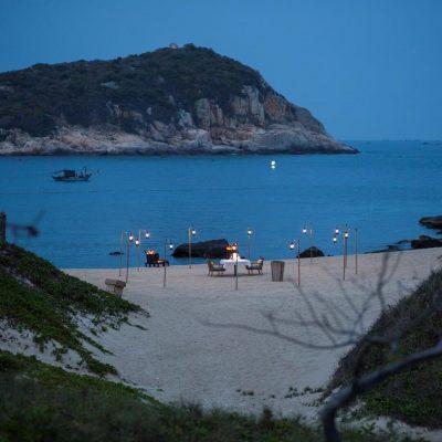 Bạn có muốn tận hưởng bữa tối lãn mạng được Amanoi set-up riêng trên biển Vĩnh Hy