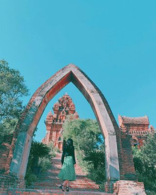Cổng vào của tháp