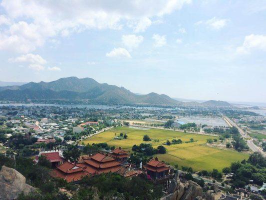 Thỏa mắt với khung cảnh tại ngồi Chùa đẹp nhất Ninh Thuận