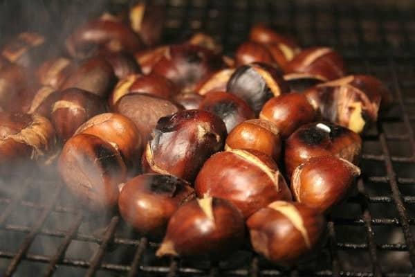 Nghe mùi hạt dẻ nướng cứ phải hít lấy hít để vì thơm lắm